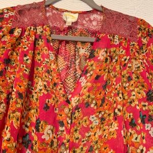 fig and flowers Tops - Beautiful fig and flowers top size l